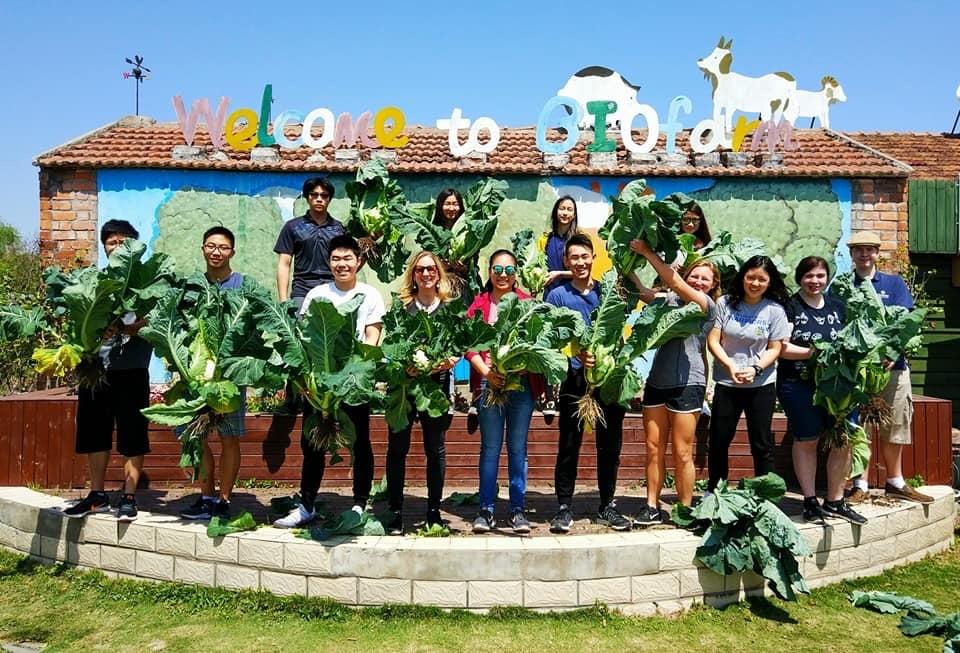 Concordia-AP-Lang-class-visits-Shanghai-Biofarm