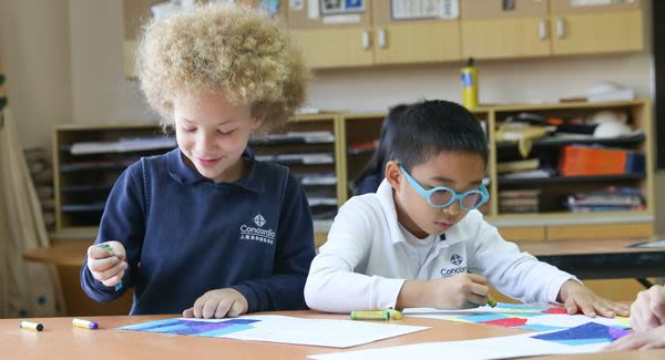 elementary-students-practicing-art