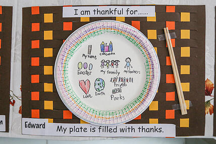 Concordia-students-fill-their-plates-with-gratitude